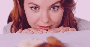 Stopp die Snack-Attacke: So kannst du Heißhunger vermeiden.