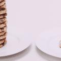 Weniger essen: So kannst du lernen mit weniger auszukommen.